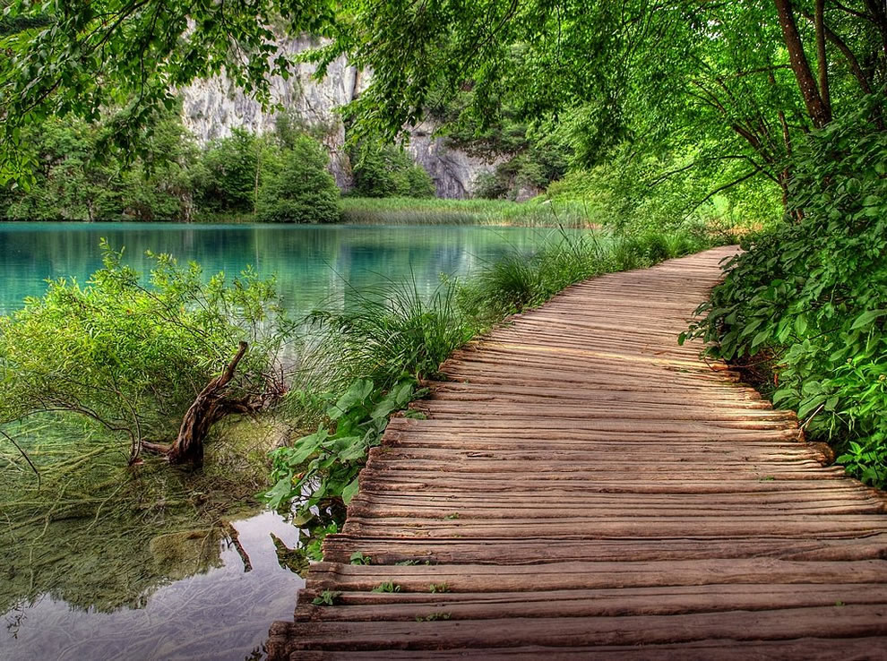 Plitvice NP walkway