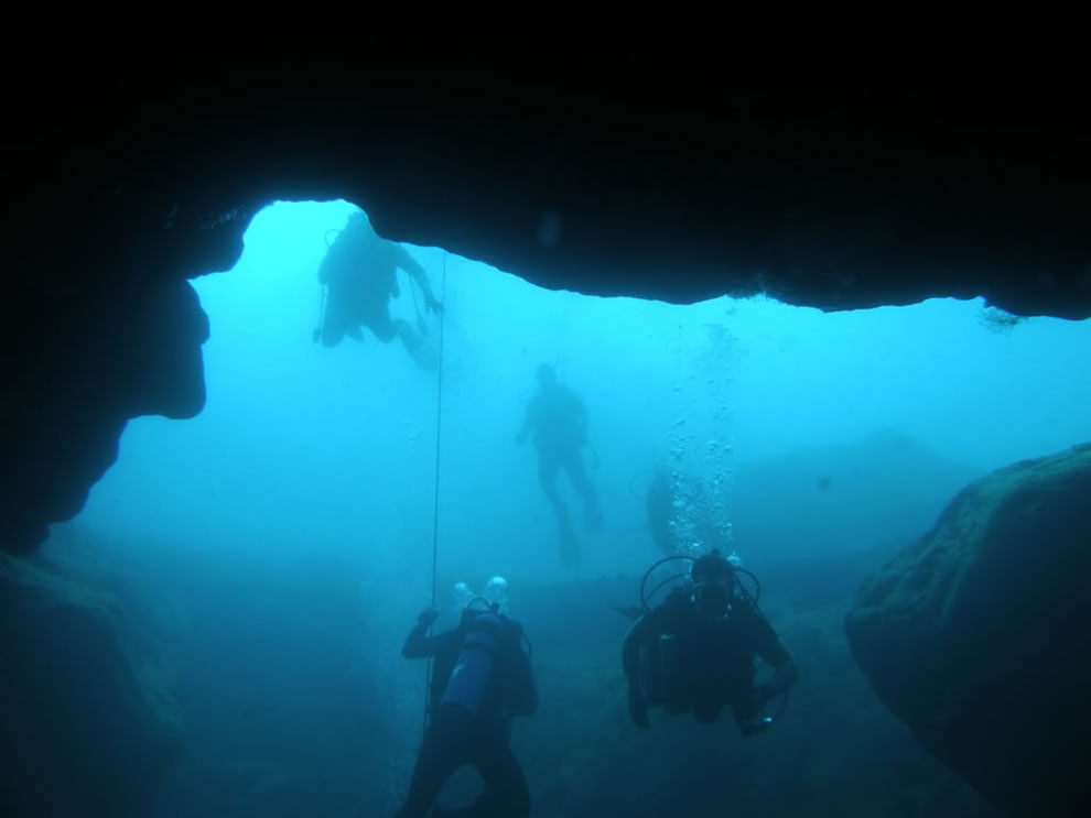 Scuba divers at Vortex Springs