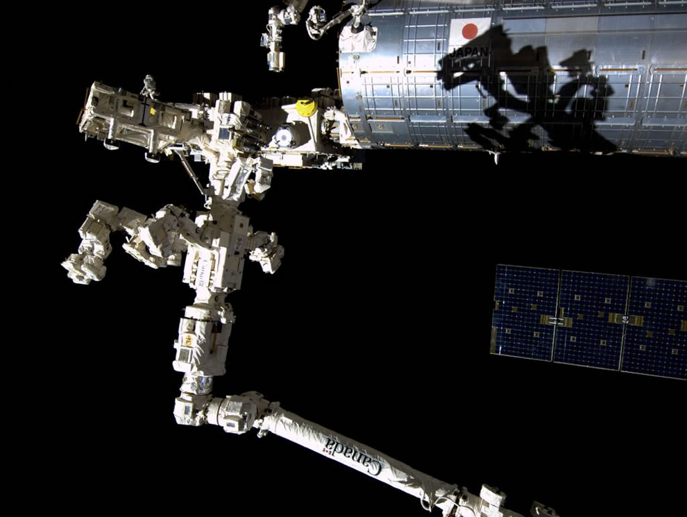 Space monster cast a shadow right outside ISS, astronauts thought it looked like Godzilla