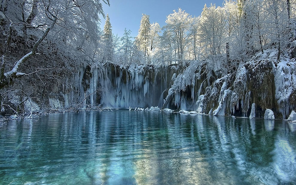 Winter on Plitvice lakes