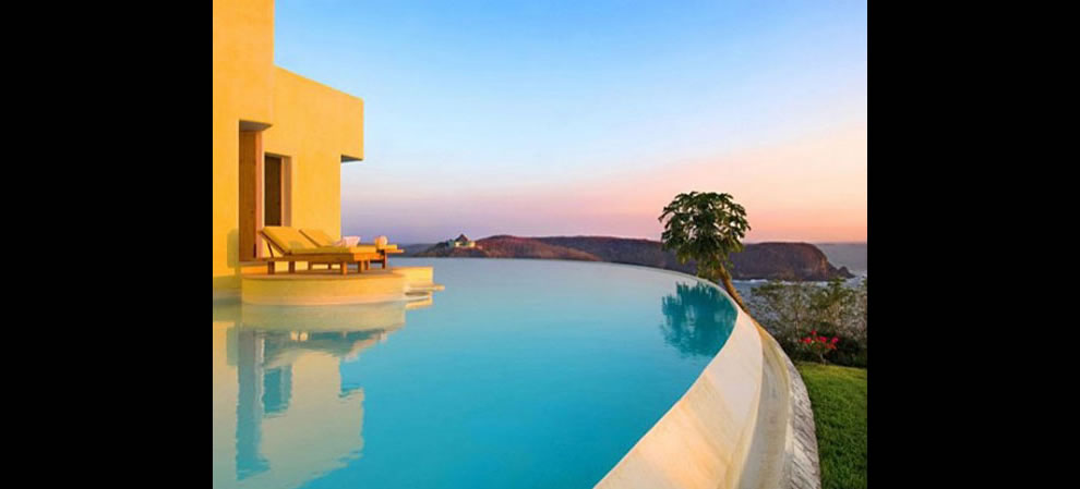Costa Careyes villa infinity pool in Mexico