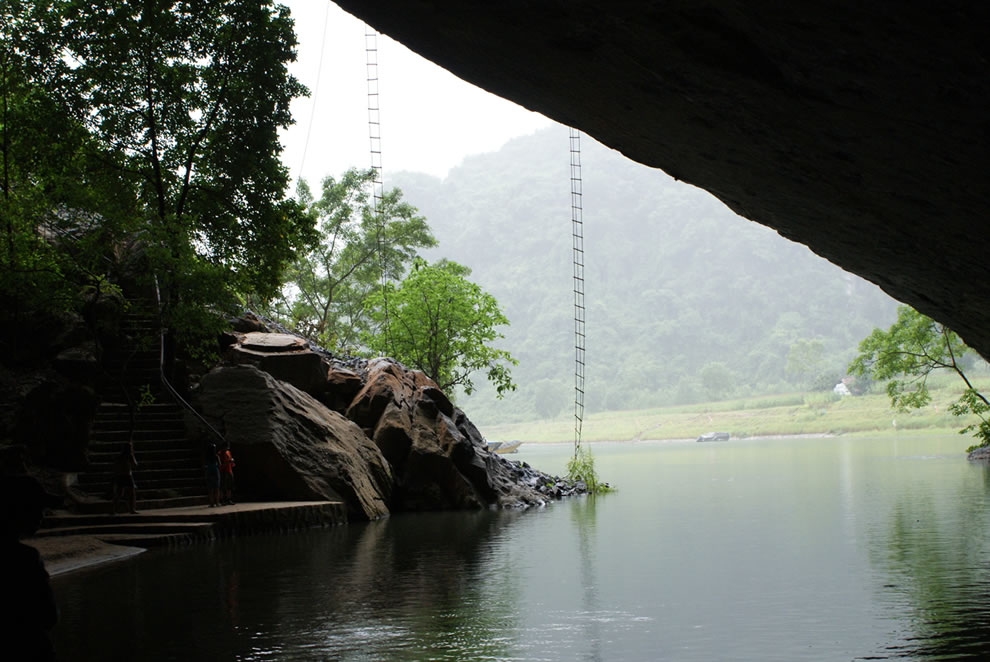 Entrance and hanging ladders at Phong Nha-Ke Bang National Park cave
