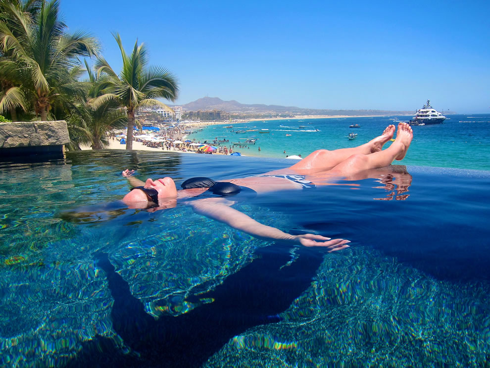 Infinity pool at Cabo San Lucas floating in paradise