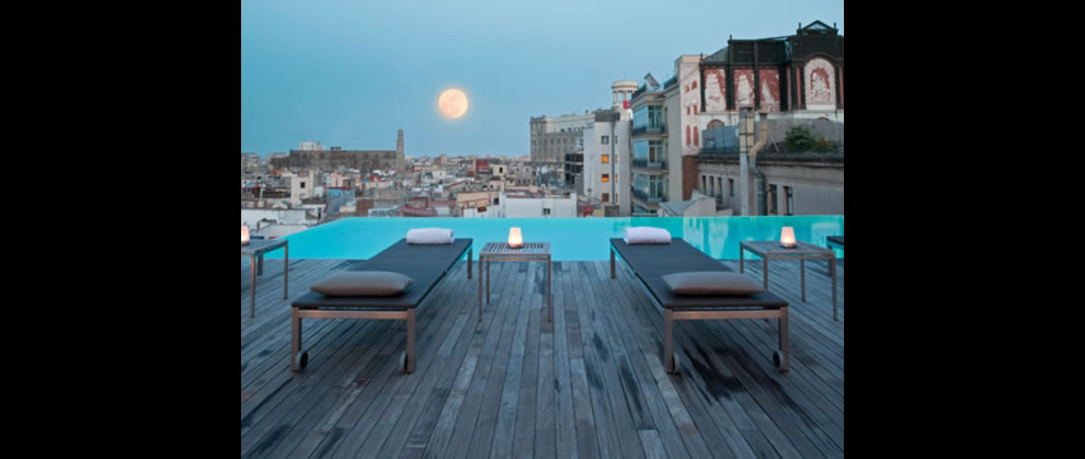 paradise in the city via infinity pool