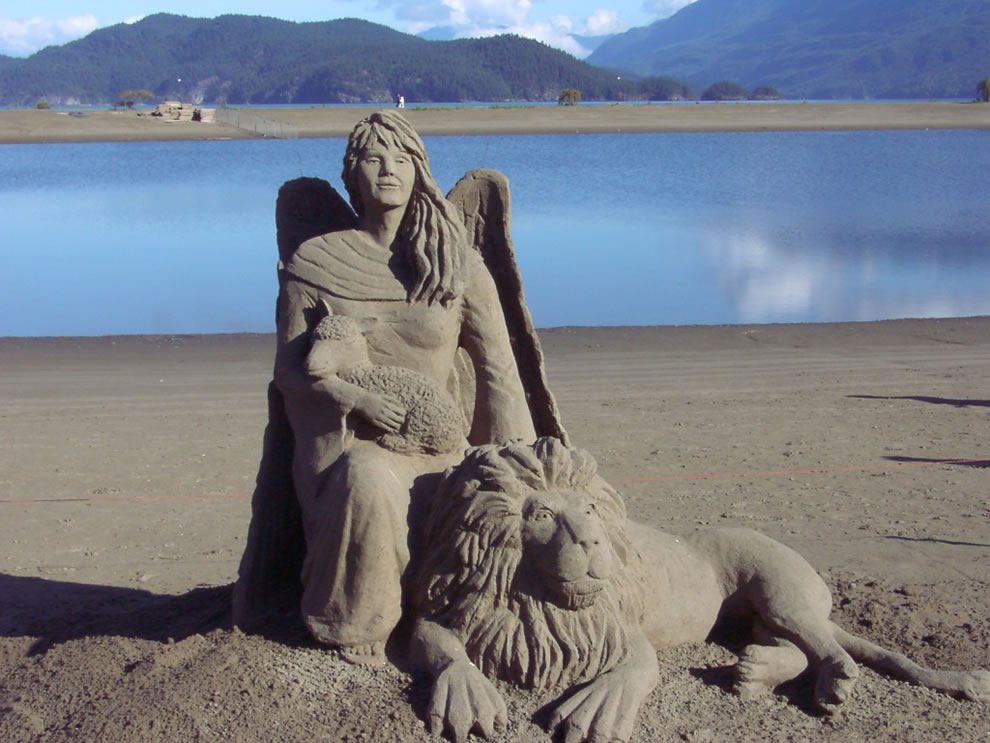 Angel, Lamb & Lion sand sculpture