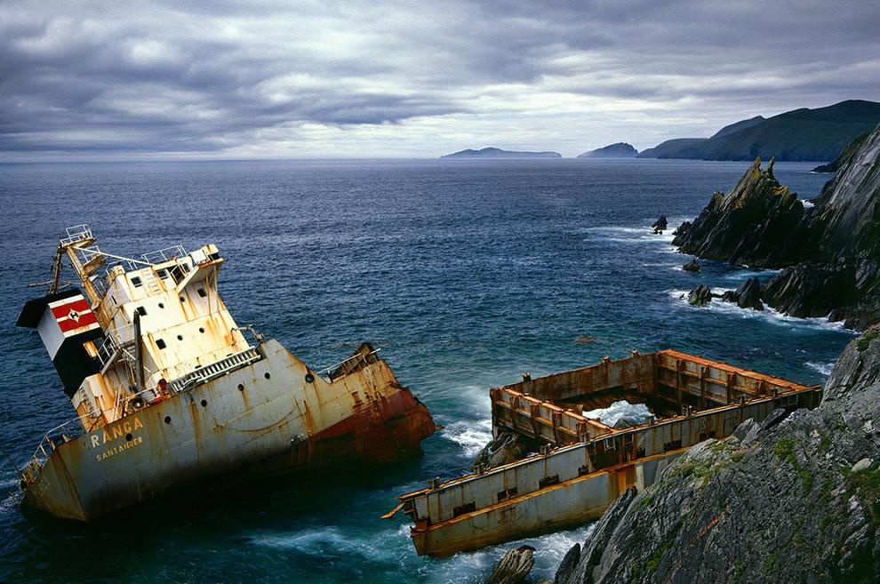 MV Ranga Shipwreck, Coumeenoole, Kerry, Ireland, 1984