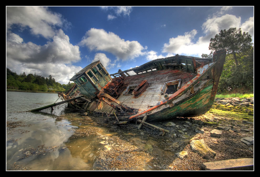 No country for old boats, shipwreck at Bénodet, Brittany, France