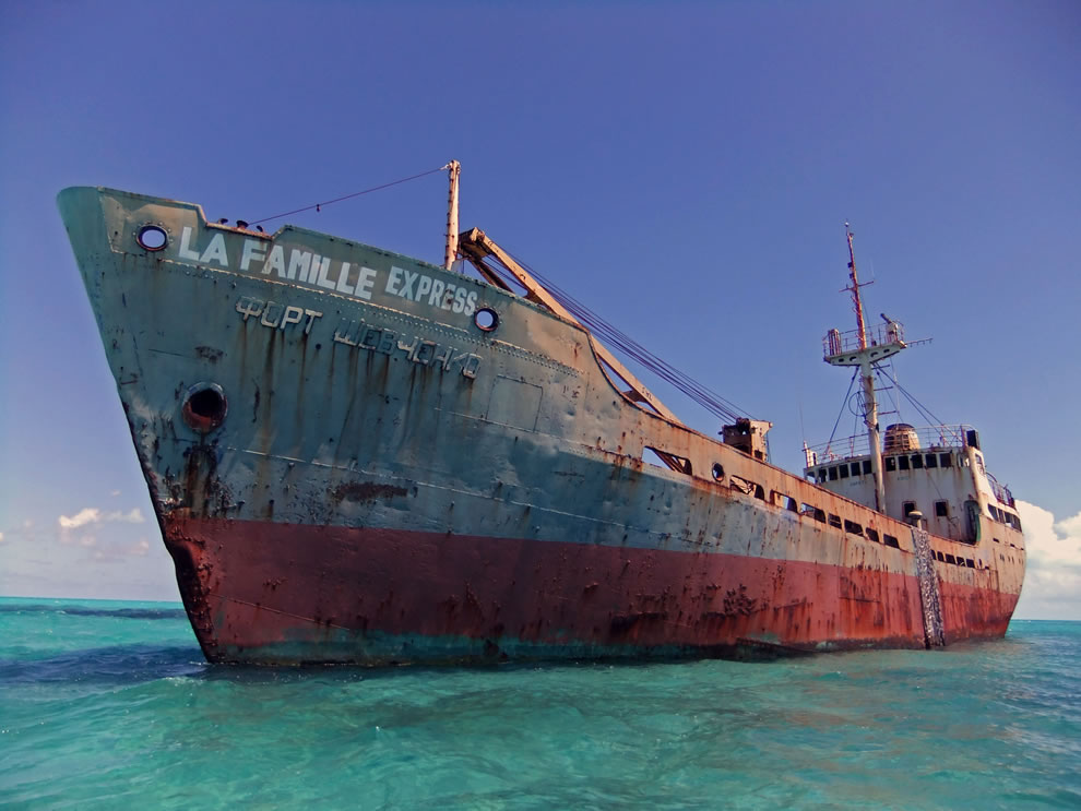 Shipwreck La Famille Express located near Turks and Caicos Islands