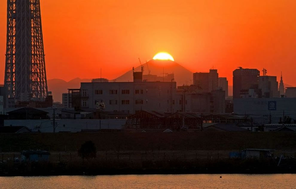 Sunset over Diamond Fuji with the Tokyo Sky Tree in the foreground and Mount Fuji in background