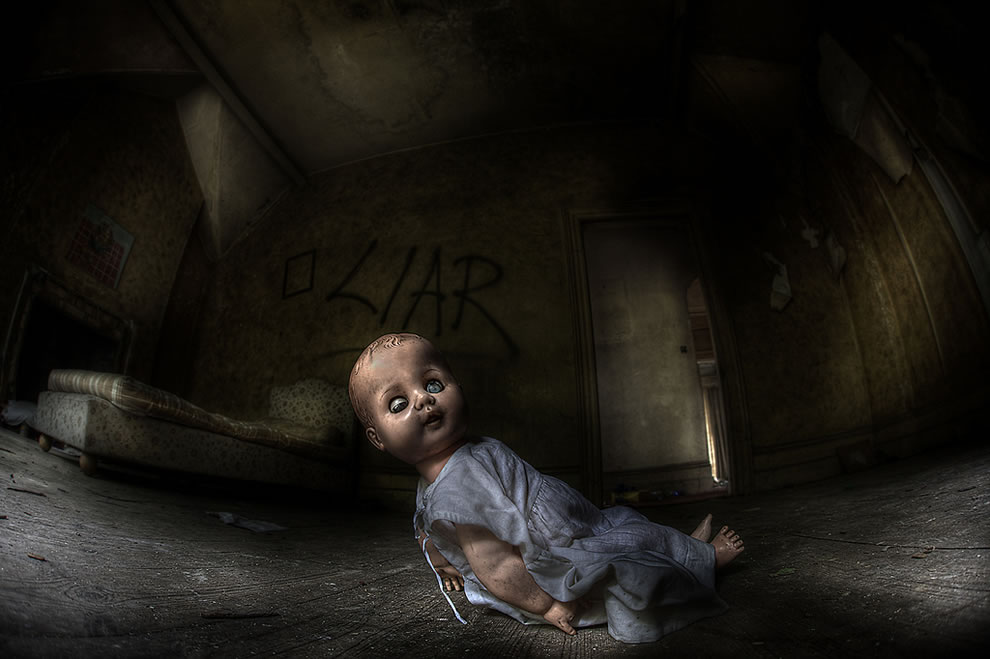 Demon child, run for it! Abandoned and decaying asylum for the criminally insane