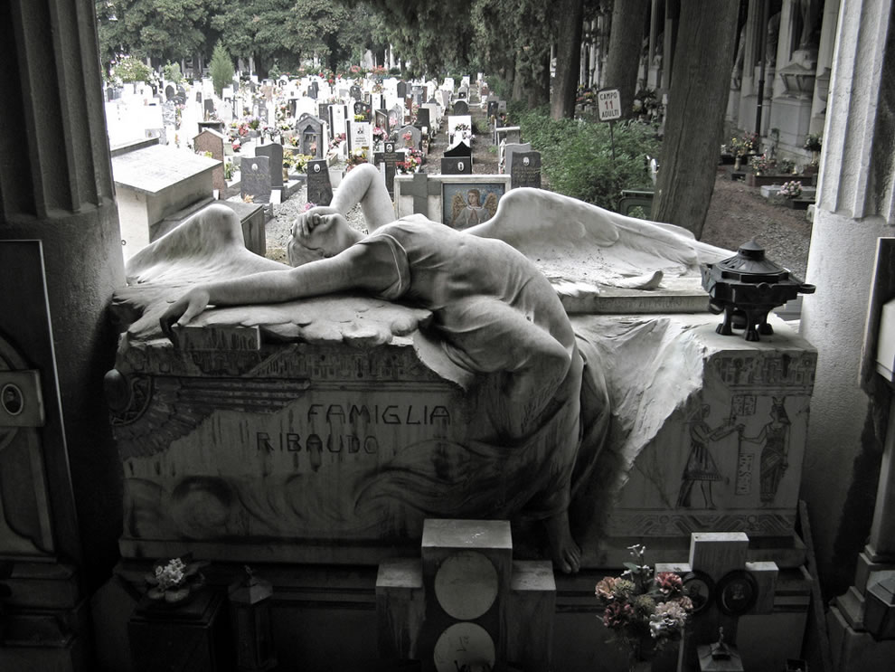Italy angel in mourning