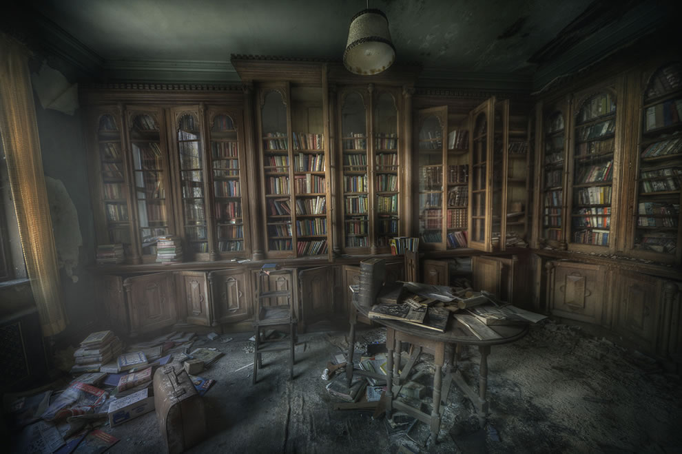 Library ghosts, The Manor library was very dusty and the smell of decay and paper was really still and creepy