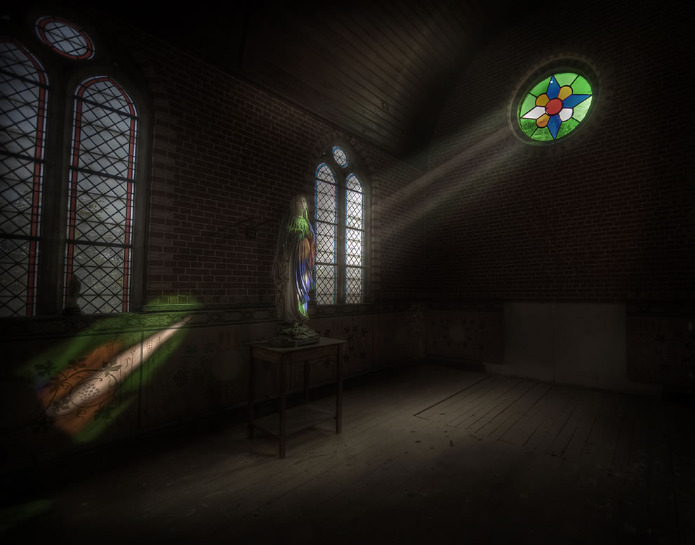 The chapel of rays inside an abandoned mansion