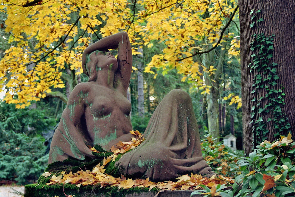 Visiting the Cologne Melaten Cemetery on a fine autumn day