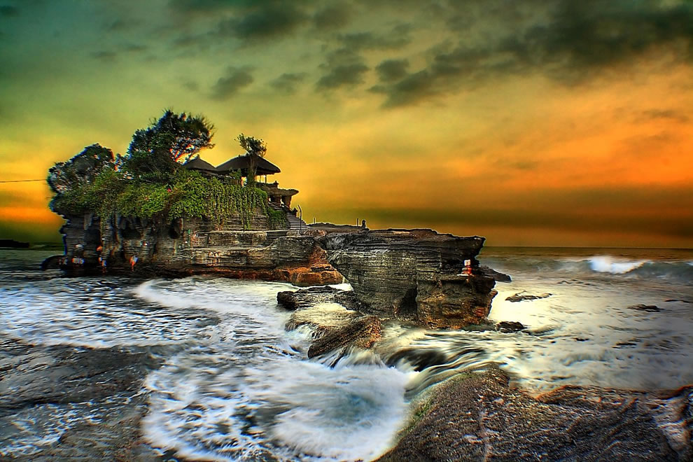 Bali Tanah lot Sunset, perhaps the prettiest of the sea temples