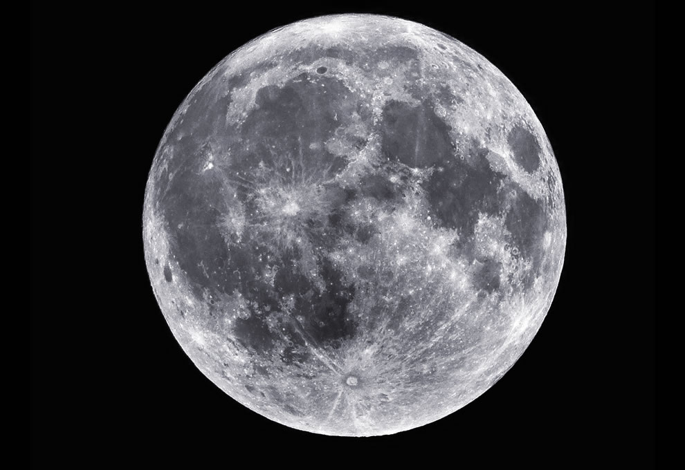 Big and Bright 'Perigee Syzygy' Moon