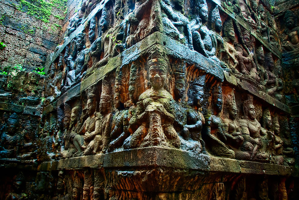 Detailed reliefs in the underworld