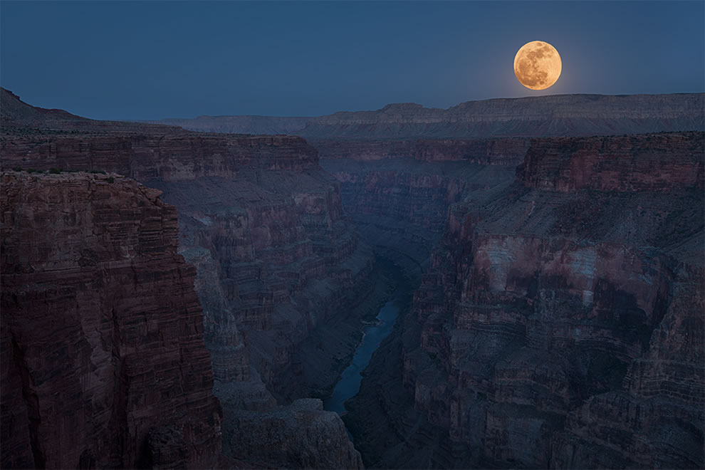 Harvest Moon, Moonrise of the 2012 Supermoon taken from the Toroweap viewpoint at the Grand Canyon's North Rim