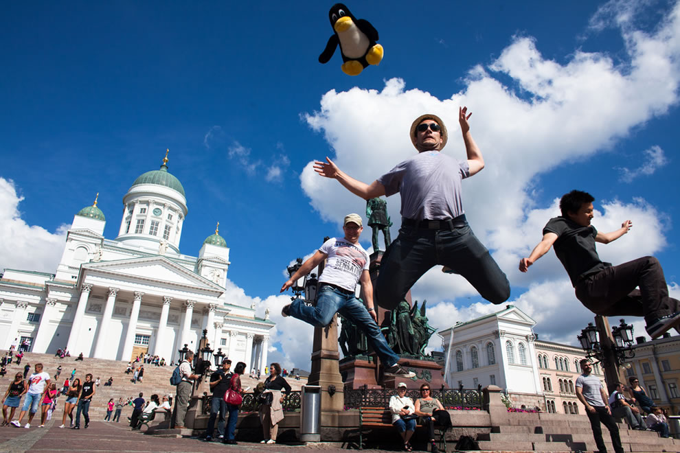 Tux jumps in Helsinki