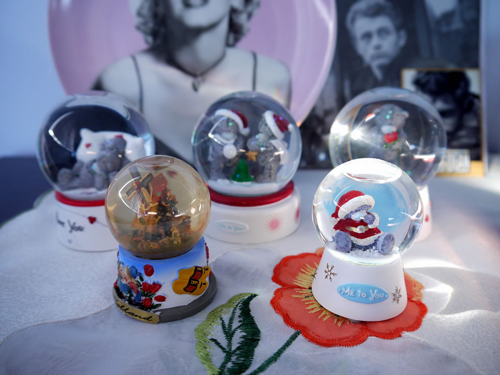 Christmas kitty snow globes