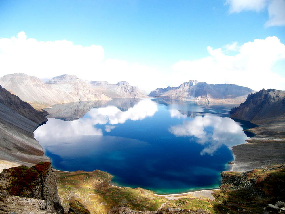 Crater Heaven&#039;s Lake in China
