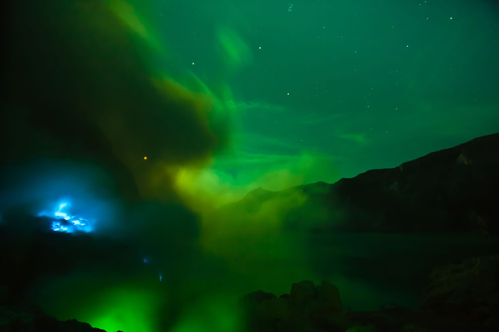 Out of this world, surreal night at Ijen komplex crater