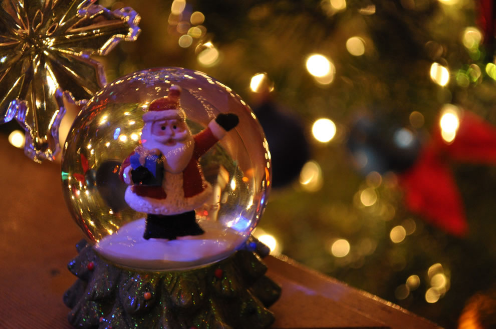 Santa Claus Snow Globe, Merry Christmas