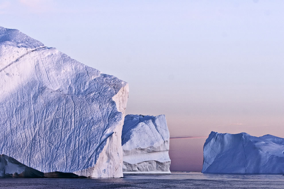 1 photo, more than 1,000 reasons to visit Greenland and see icebergs