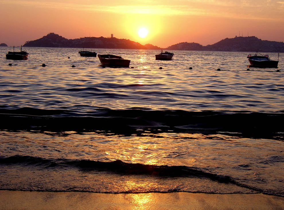 Acapulco sunset, give me the liquid sun