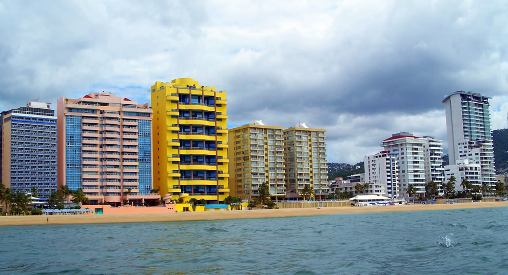 Beach and buildings in the area of Magallanes in Acapulco, Guerrero, México