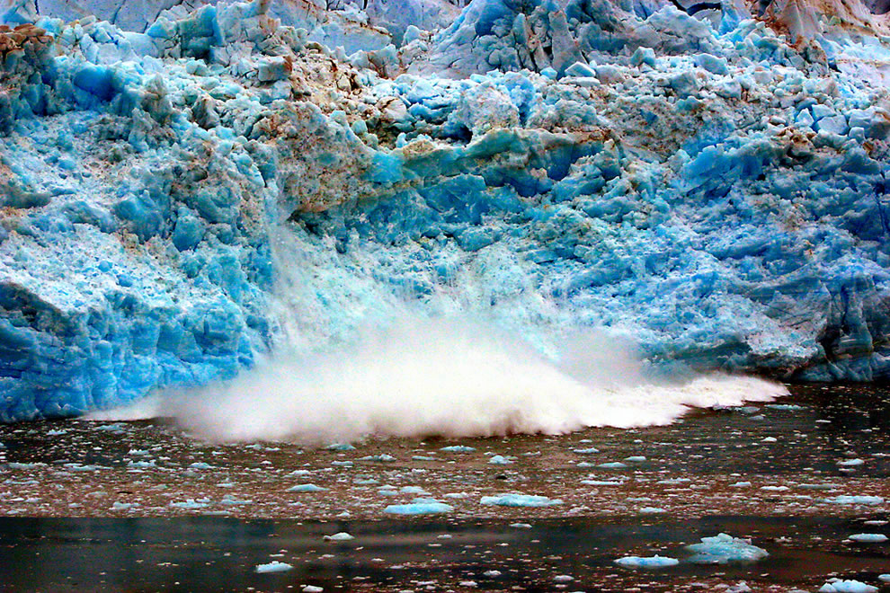 Crack and calving of Hubbard Glacier