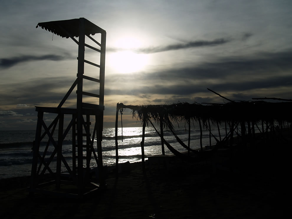 Dusk-at-the-watchtower-on-the-beach-at-Acapulco-Mexico