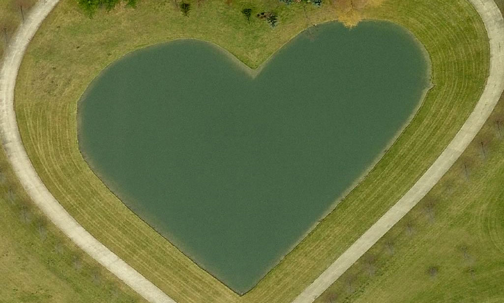 Bing Bird's eye view of heart-shaped pond in Columbia Hills Corners, Ohio
