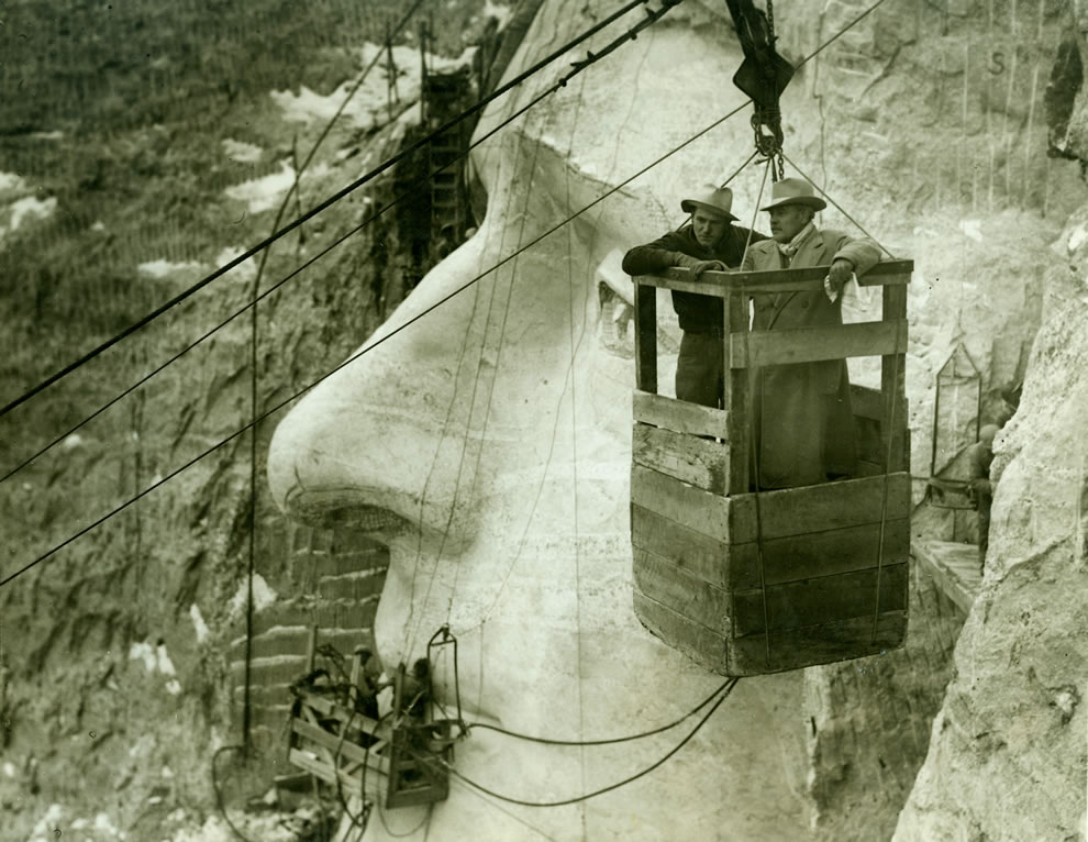 Mount Rushmore, cables, workers