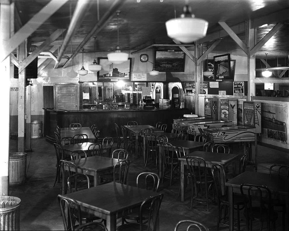 1943 Interior of PX (post exchange) Oak Ridge