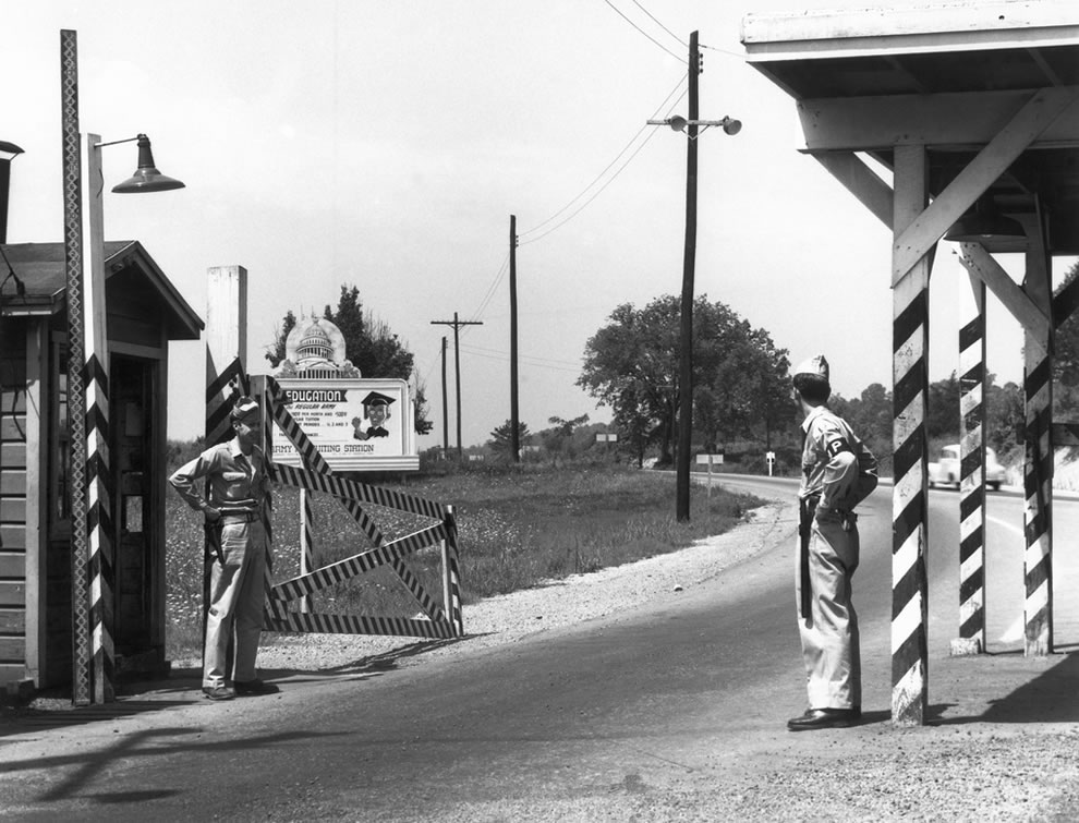 1946 Solway Gate MPs on duty Oak Ridge