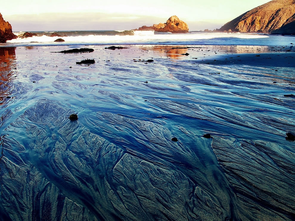Big Sur, patterns in the purple sand, California