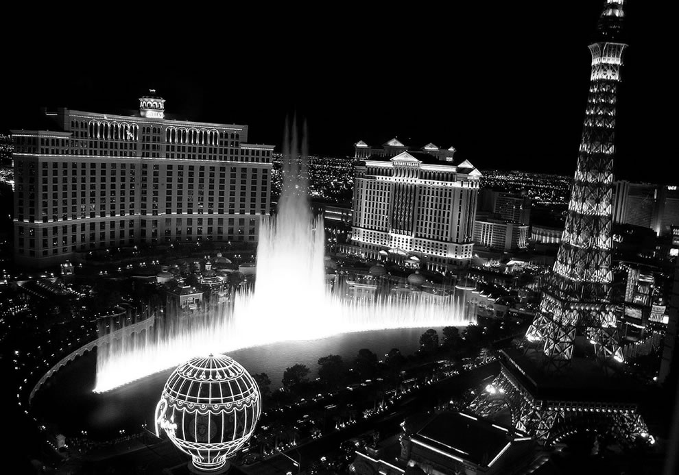 Bellagio Fountains in black and white