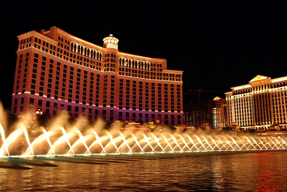 Night photography at Bellagio Fountain