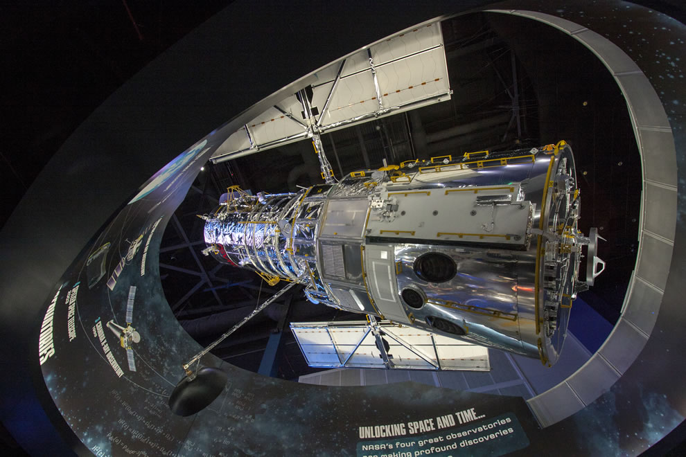 Hubble replica at KSC, Atlantis exhibit