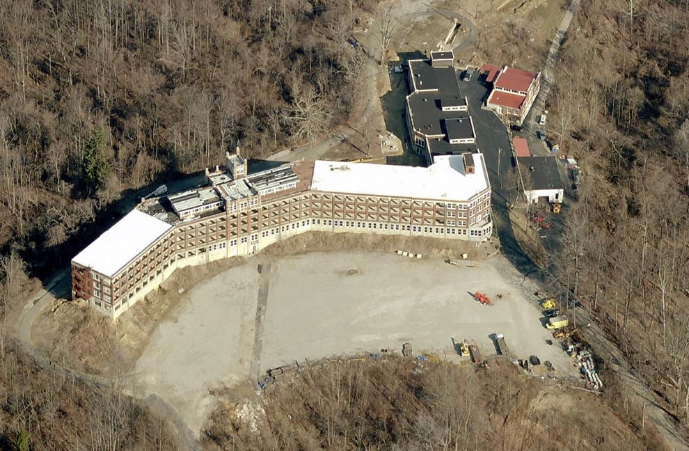 Bird's Eye aerial view of Waverly Hills Sanatorium