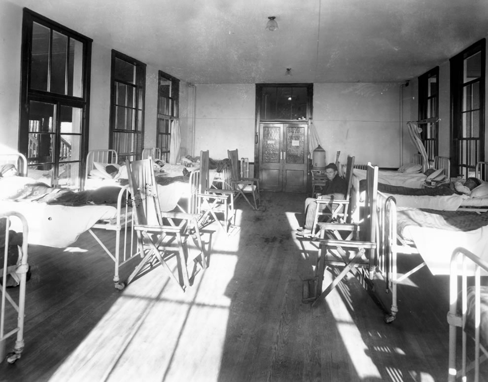Historical photo of patients at Waverly Hills Sanatorium