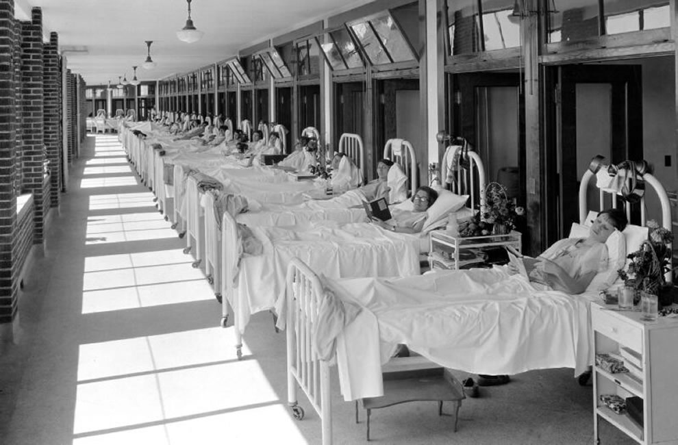 Historical photo of women patients with tuberculosis at Waverly Hills