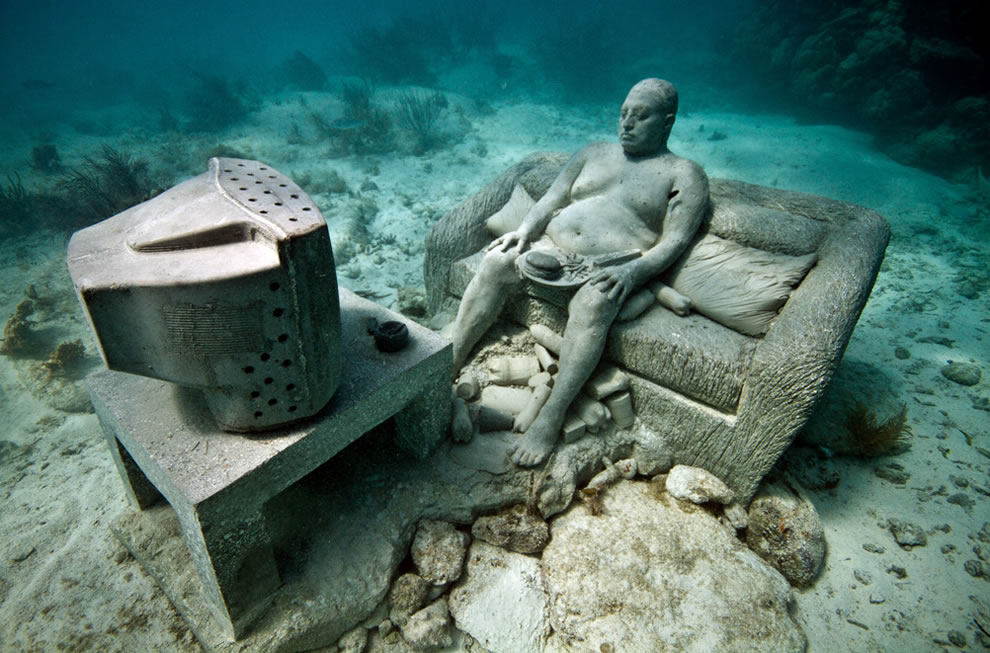 Inertia an underwater couch potato in Mexico