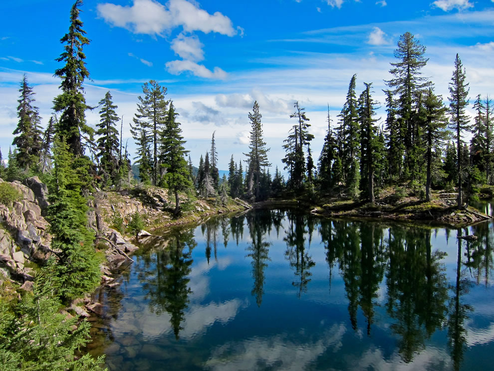 Unnamed Lake, Snow Lakes Trail - Sky Lakes Wilderness, Oregon