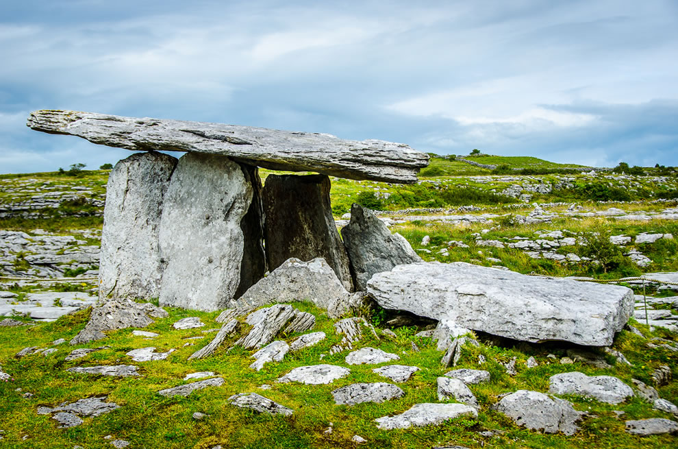 Poulnabrone Dolmen, Poulnabrone Portal Tomb, famous tomb at The Burren