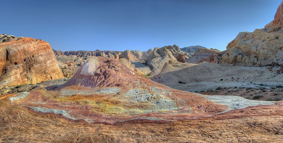 Rainbow of colors at Palette Hill in Valley of Fire State Park