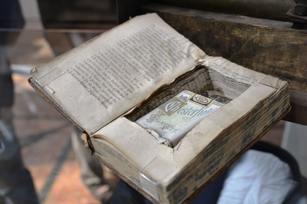 Cigarette smuggling with a book