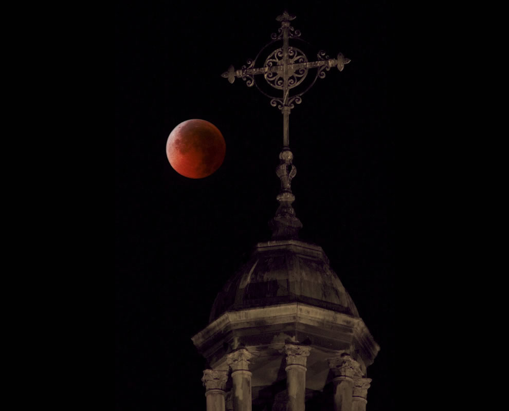 Tetrad Blood Red Moon, harbinger of end times