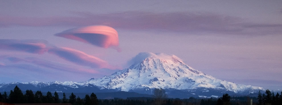Mt. Rainier at sunset with a lenticular cloud